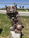 Статуя искусства Shisa или Shiisaa в Окинаве, Японии стоковые изображения rf
