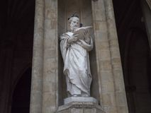 Статуя и голуби стоковые фотографии rf
