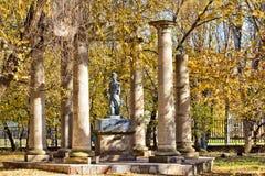 Статуя и руины виска Стоковые Изображения RF