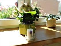 Статуя и цветок Стоковое Фото