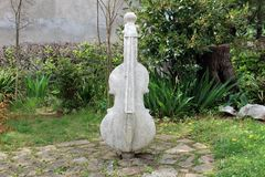 Статуя камня двойного баса Стоковые Фото