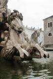 Статуя камня лошади - большой фонтан стоковые фотографии rf