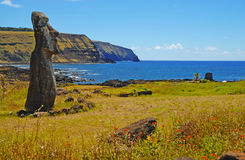 Статуя камня Moai на побережье, острове пасхи Стоковые Фотографии RF
