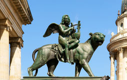 статуя квадрата konzerthaus залы gendarmenmarkt Стоковое фото RF