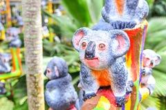 Статуя коалы на ветви Стоковые Изображения