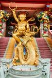 Статуя кобры китайского виска святыни стоковое изображение rf
