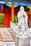 Статуя Конфуция, большой китайский философ в виске  Стоковые Фото