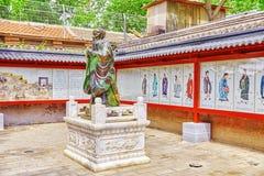 Статуя Конфуция, большой китайский философ в виске  Стоковое Изображение RF