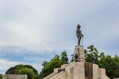 Статуя короля Сиама Vajiravudh, или Rama VI, на парке Lumpini Стоковое фото RF
