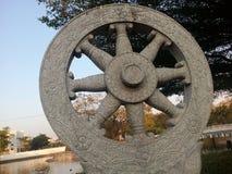 Статуя колеса Thammajak красивая каменная Стоковое Изображение RF
