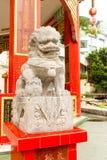 Статуя льва крупного плана одиночная каменная в виске залива отбития, Hong Kon Стоковые Фото