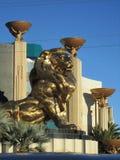 Статуя льва ориентира золотая стоковые изображения