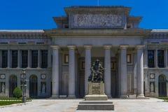Статуя Мадрида, Испании Diego Velazquez вне музея Prado стоковые фото