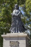 Статуя матери для того чтобы удостоить жертв женщин, помещенных около центра гипо атомной бомбы стоковое изображение