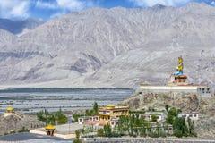статуя 32 метров Maitreya Будды около монастыря Diskit в Ladakh, Индии Стоковое Изображение RF