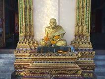 Статуя монаха в виске, Таиланд Стоковая Фотография