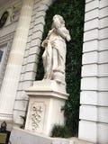 Статуя на зеленом цвете Стоковое Изображение