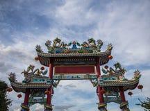 Статуя на крыше святыни, статуя Dargon дракона на крыше виска фарфора как азиатское искусство Стоковые Фото