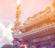Статуя на крыше святыни, статуя Dargon дракона на крыше виска фарфора как азиатское искусство Стоковое Изображение