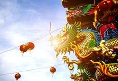 Статуя на крыше святыни, статуя Dargon дракона на подбородке Стоковое Изображение RF