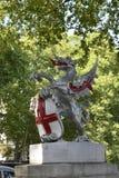 Статуя на обваловке в Лондоне, Англии Стоковые Фото