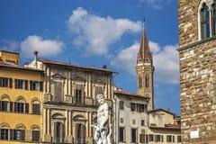 Статуя Нептуна и steeple Badia Fiorentina Стоковая Фотография RF