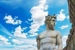 Статуя Нептуна под голубым небом Стоковая Фотография RF