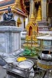 Статуя доктора Cheewaka Komarapach затворницы на Wat Phra Kaew, Бангкоке, Таиланде Стоковые Фото