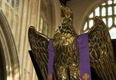 статуя орла золотистая Стоковые Фото