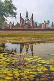 Статуя лорда Будды с отражением Стоковые Фотографии RF