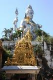 Статуя лорда Shiva сидя на холме в городе Gokarna Стоковое фото RF