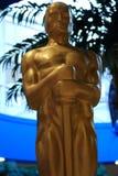 Статуя Оскара премии Американской киноакадемии Выставление и трофей кино Золотое Оскар стоковые фотографии rf