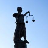 статуя основы повелительницы правосудия frankfurt стоковая фотография rf