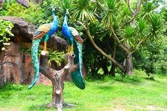 Статуя павлина стоковая фотография rf