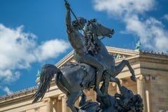 Статуя перед музеем изобразительных искусств Филадельфии Стоковые Фото