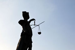 статуя повелительницы правосудия семенозачатка frankfurt Стоковое фото RF