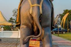 Статуя поединка слона в Kanchanaburi Таиланде стоковые изображения