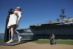 Статуя поцелуя в San Diego стоковое изображение rf