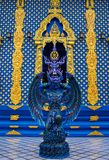 Статуя предохранителя голубого ангела в виске сини Wat Rong Suea 10 в Таиланде Стоковая Фотография