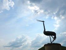 Статуя птицы цапли в парке, Литве Стоковая Фотография RF