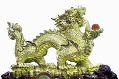 Статуя дракона золота китайская на белой предпосылке Стоковое Изображение