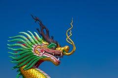 Статуя дракона на голубом небе Стоковые Фото