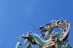 Статуя дракона на китайской крыше виска Стоковые Фото