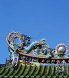 Статуя дракона на китайской крыше виска Стоковое Изображение RF