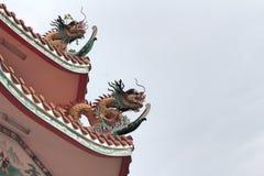 Статуя дракона на крыше Стоковое Фото