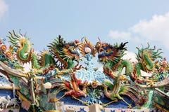Статуя дракона на крыше Стоковое Изображение RF