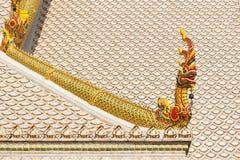 Статуя дракона на крыше Стоковые Фото
