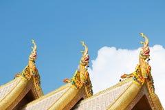 Статуя дракона на крыше Стоковые Изображения
