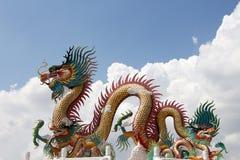 Статуя дракона на небе Стоковые Изображения RF