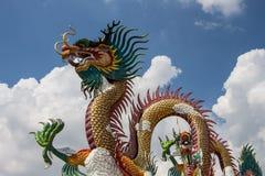Статуя дракона на небе Стоковая Фотография